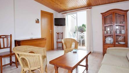1-apartamento-turistico-sitges-comedor.jpg