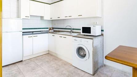 4-apartamento-vacacional-sitges-cocina.jpg